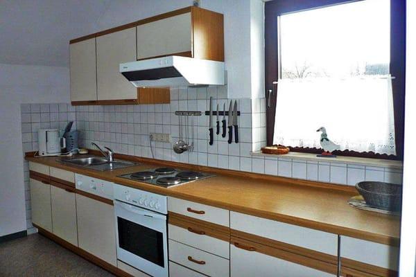 Küchenzeile komplett eingerichtet, auch mit Geschirraspülmaschine