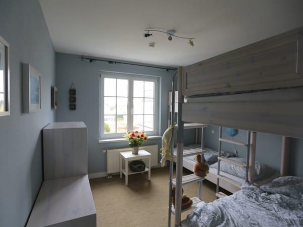 Schlafzimmer mit 2 Doppelstockbetten