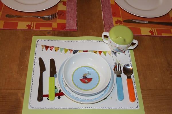 Für die kleinsten Gäste gibt es neben Hochstuhl und Kinder(reise)best auch eigenes Geschirr