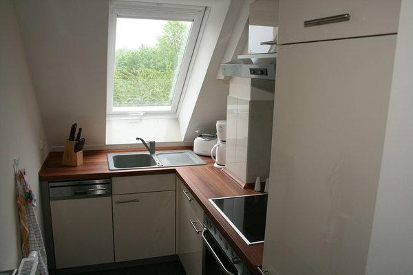 Voll ausgestattete Küche mit GS / Herd / Backofen / Kühlschrank