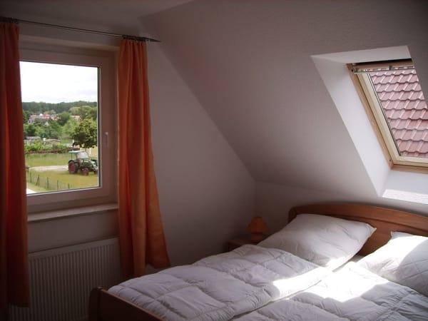 2 gleiche Schlafzimmer mit Doppelbett