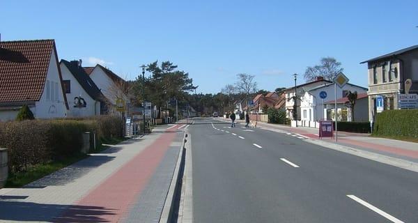Hauptstraße Glowe in einer ruhigeren Jahreszeit