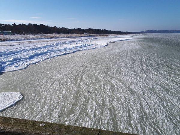 Strand Glowe im Winter Alles Eis..