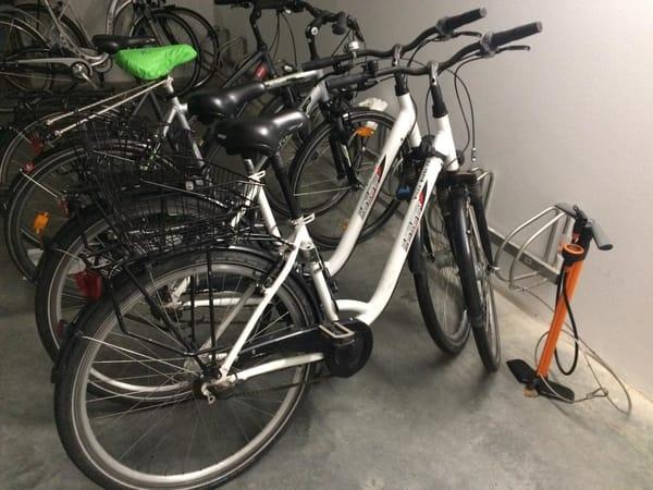 zwei Fahrräder zur kostenlosen Nutzung