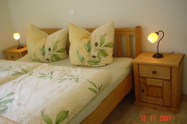 Schlafzimmer mit Meerblick und Wellenrauschen