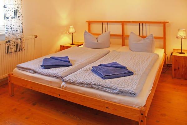 Schlafraum (Obergeschoss) mit einem Doppelbett (1,60m x 2,00m)