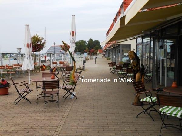 Promenade am Hafen in Wiek