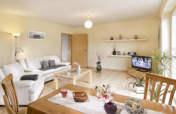ferienhaus waldblick 2 zimmer ferienwohnung fewo 1 ebenerdig fuhlendorf fischland darss. Black Bedroom Furniture Sets. Home Design Ideas