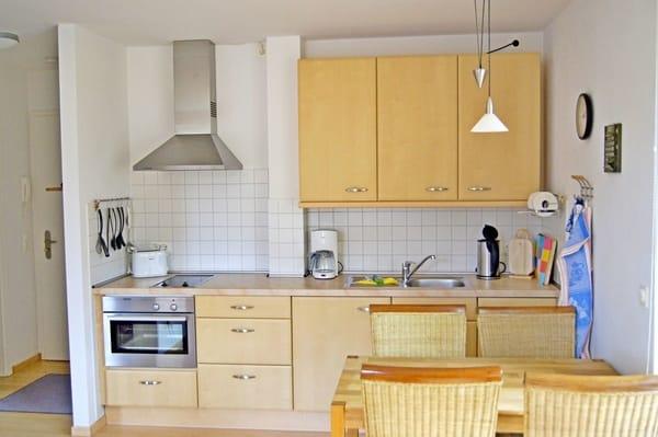 Küchenzeile mit Spülmaschine, Herd, Ceranfeld, Kühlschrank, etc