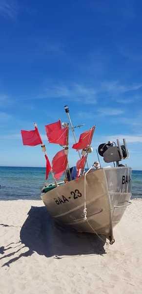 Fischerboot am Strand von Baabe