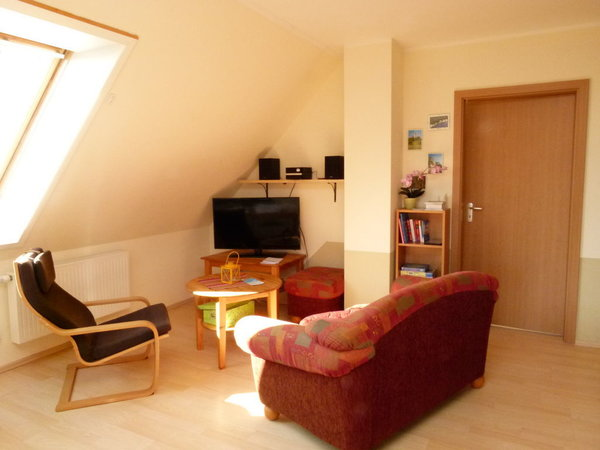 Wohnbereich mit Sat-TV, Blu-Ray-Player, Stereoanlage mit bluetooth