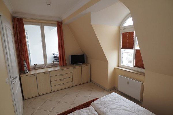 Schlafzimmer mit Platz für ein Reisebett