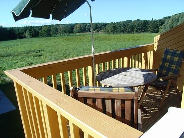 Blick vom Balkon über die Wiesen