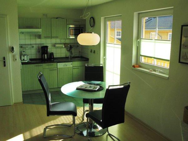 Küchenzeile und Eßbereich
