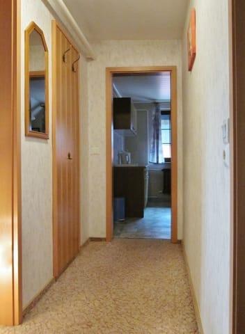 Flur mit Zugang zu den Zimmern