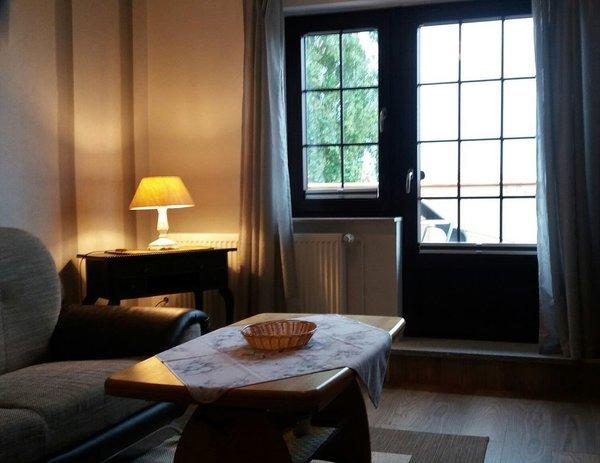 Wohnzimmer mit Balkon/ Flach-TV & süd Lage