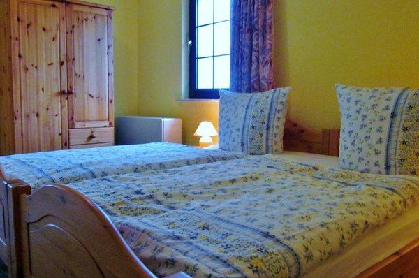 großes Schlafzimmer mit Kiefermöbeln 180 x 200
