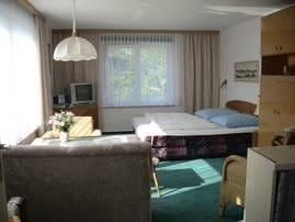 Doppelbett im oberen Raum