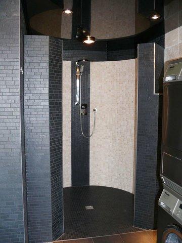 Dusche im Saunabereich