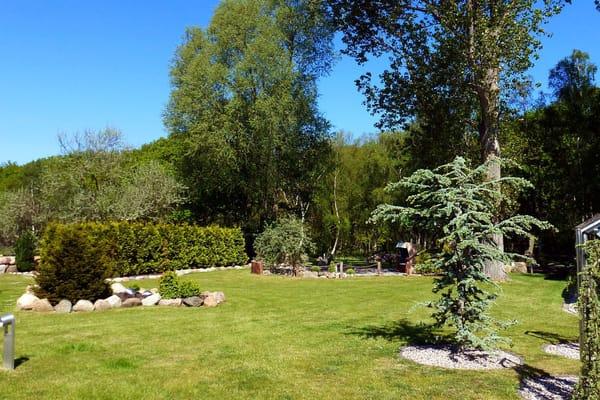 großzügige Gartenanlage