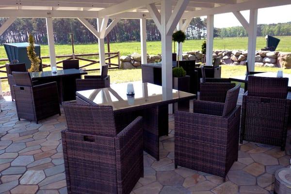 Gemütlicher Sitz- und Grillbereich, überdacht