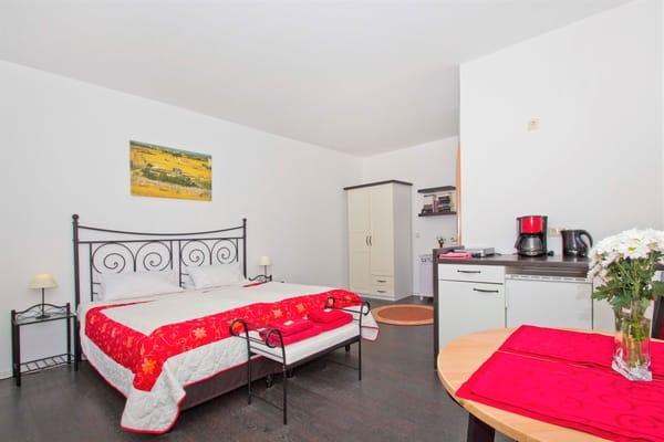 Apartment 2, Doppelbett