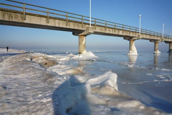Alte Seebrücke im Eis