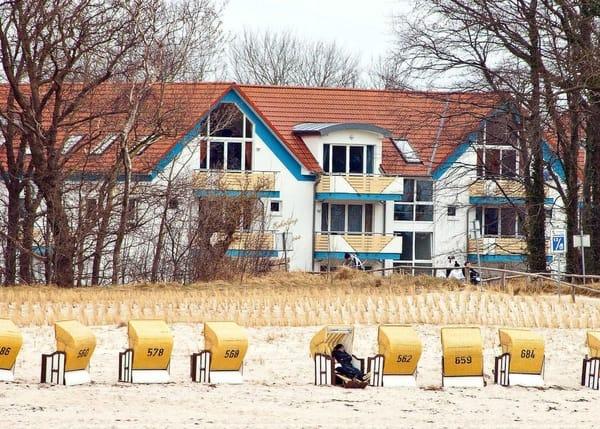 Blick vom Strand auf die FeWo-Anlage