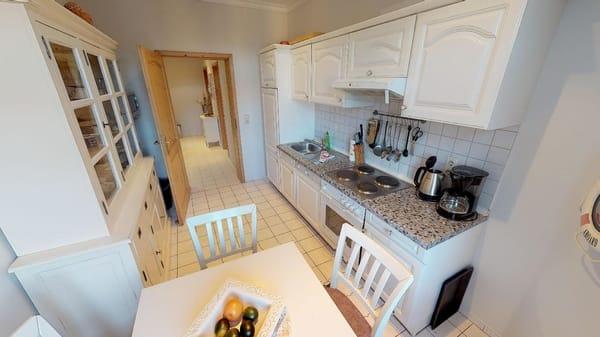Küchenschrank mit Essecke