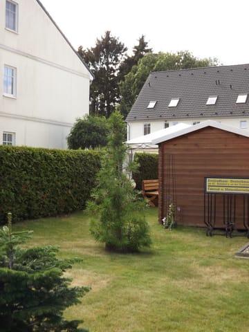 Garten und Fahrradschuppen