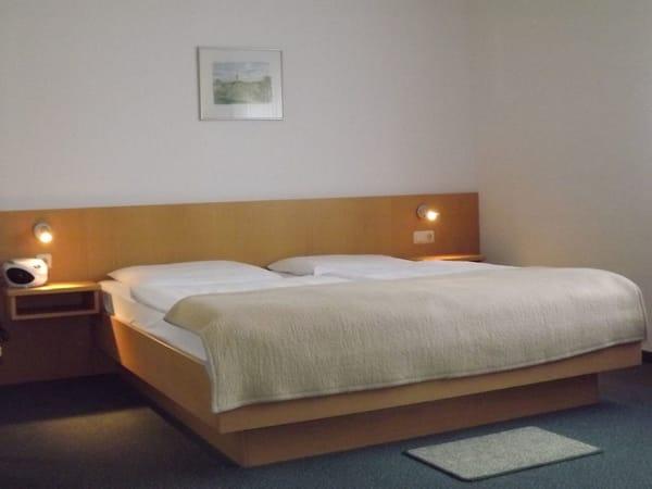 Schlafzimmer Doppelbett mit verstellbarem Kopfteil