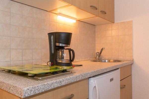 Kaffeemaschine, Toaster, Wasserkocher, Kühlschrank mit Tiefkühlfach, etc.