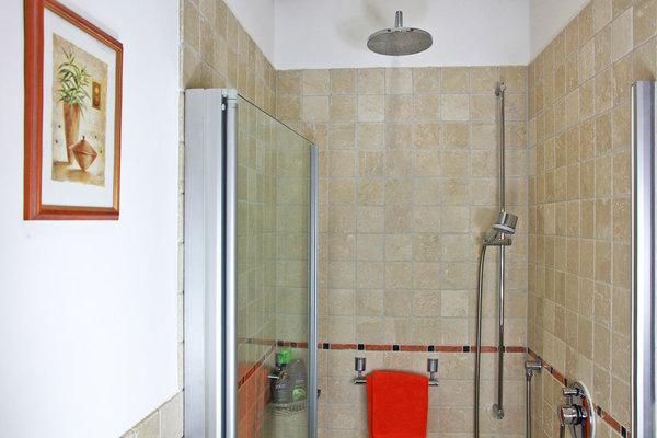 Bad - Dusche mit Kopfdusche