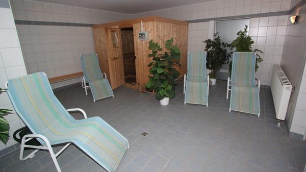 Eine Sauna (Bild) steht den Gästen des Neubaus im Keller des Neubaus gegen geringes Entgelt (ca. 2 Stunden für 4 €) zur Verfügung.