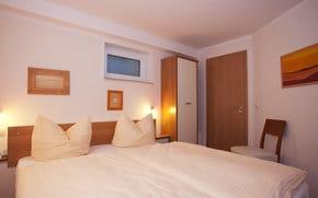 Bei Bedarf kann ein 2. Schlafzimmer im Untergeschoss dazu gemietet werden