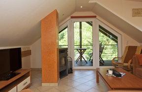Wohnzimmer-mit Loggia