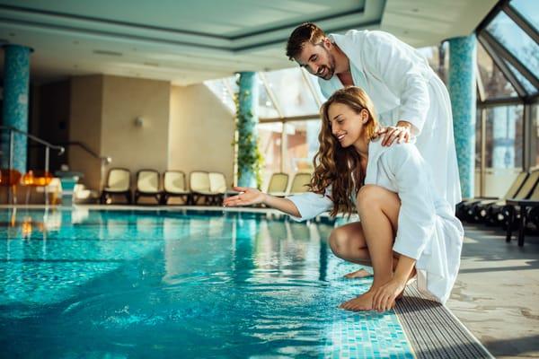 Mit Badelatschen und im Bademantel können Sie zum Kurmittelcentrum gehen - vis-a-vis zum Haus und dort Sauna, Wellness, Massage und Spa buchen !! (Beispielbild)