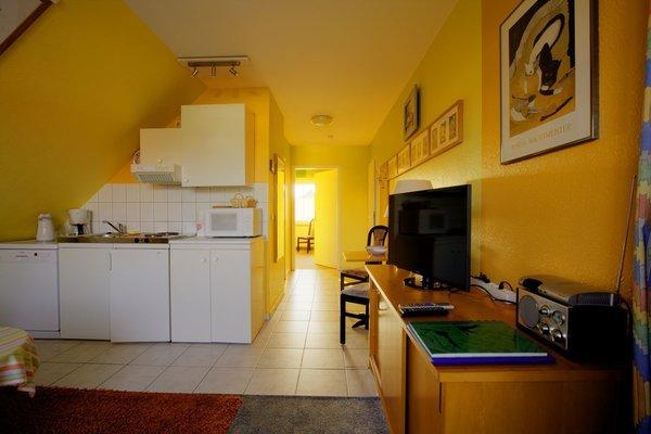 Küchen-wohnbereich mit Geschirr Spüler.