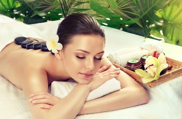 Auch Massage, Wellness, Sauna und Spa können Sie im Kurmittelcentrum vis-a-vis zum Haus buchen !!