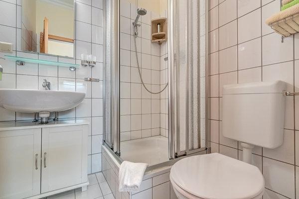 Bad mit DU/WC & Fön
