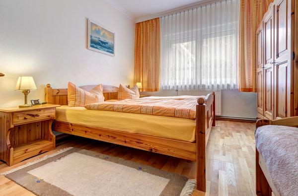 Schlafzimmer mit Doppel -u. Einzelbett