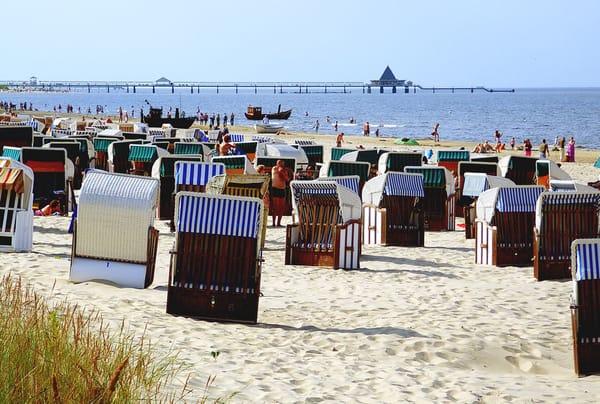 Strandkörbe sind reichlich vorhanden. Ca. 7,00 € am Tag.