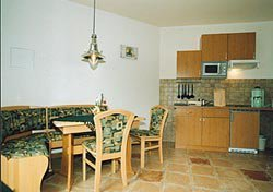 Essbereich, Küche mit Geschirrspüler