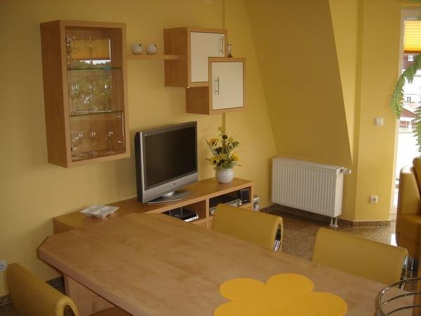 Wohnbereich mit TV und WLAN