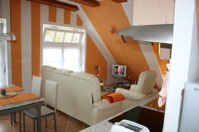 das Wohnzimmer mit Dachterrassenausgang