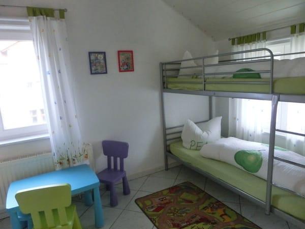 Kinderzimmer mit Doppelstockbett