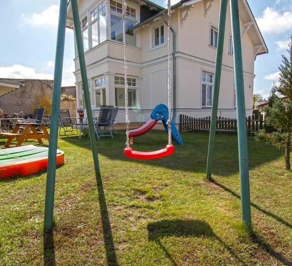 Garten mit vielen Spielmöglichkeiten