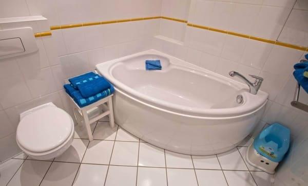 Bad mit Badewanne