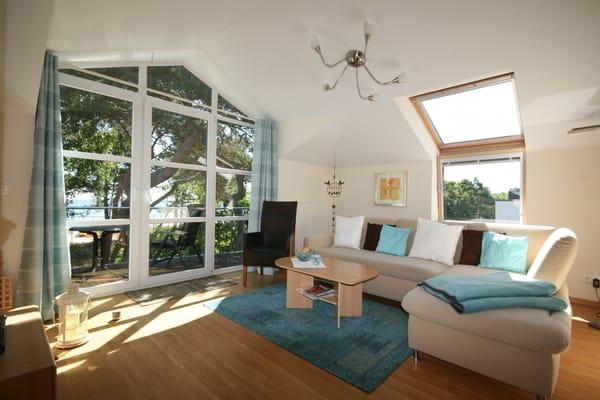 Wohnzimmer mit Balkon zum Meer (1), Wohnlandschaft mit Schlaffunktion