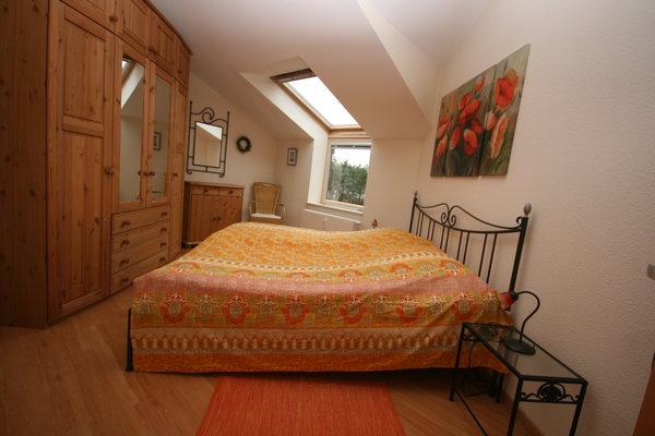 Schlafzimmer (auch vom Bett Blick auf das Meer)